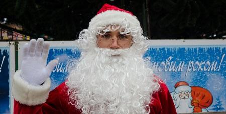 Дед Мороз-скалолаз спустится с крыши в Днепропетровске
